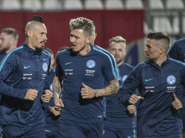 Na snímke slovenskí futbalisti zľava kapitán Marek Hamšík, Juraj Kucka a Róbert Mak