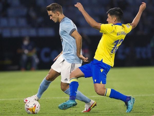 Denis Suarez a Tomas Alarcon v súboji