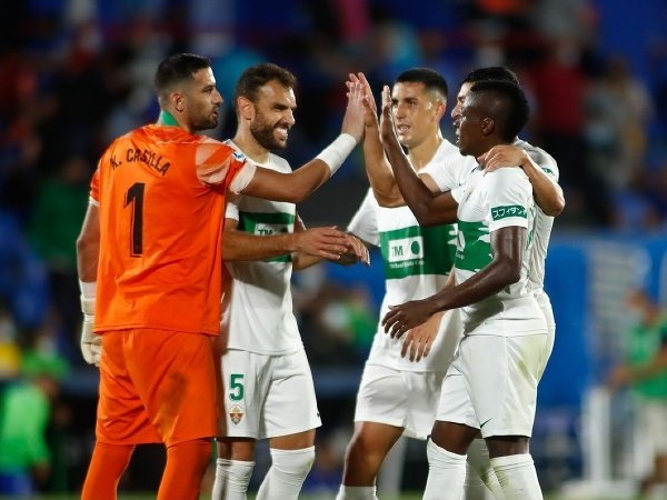 Futbalisti Elche CF oslavujú triumf na pôde súpera
