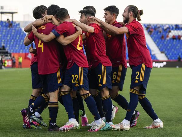 Španielski futbalisti sa tešia z gólu v prípravnom zápase