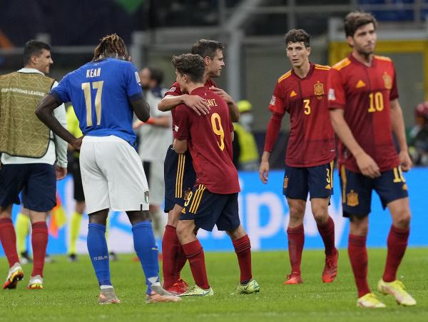 Radosť hráčov Španielska po výhre nad Talianskom