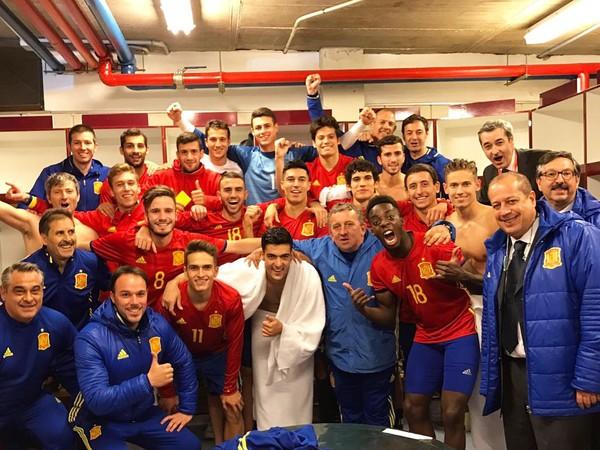 Mladí Španieli sa radujú z postupu na majstrovstvá Európy