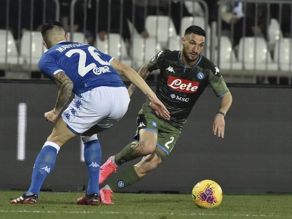 Bruno Martella a Matteo Politano v súboji