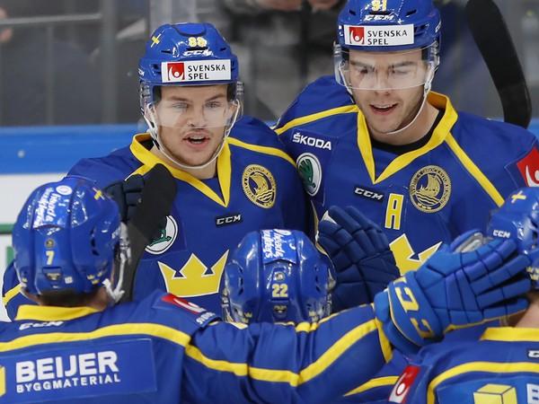Švédi oslavujú gól do siete Česka