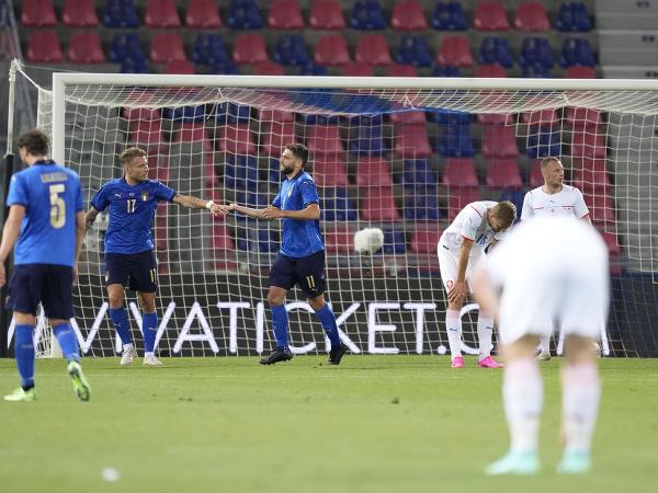 Domenico Berardi a gólové oslavy Talianov, frustrovaní futbalisti Česka