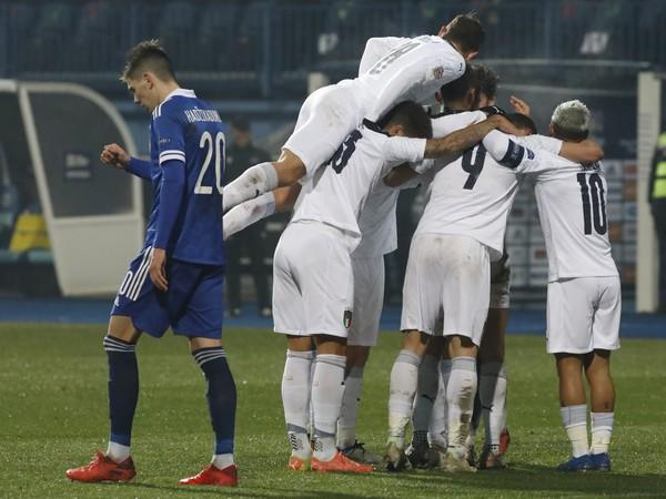 Talianski futbalisti sa tešia po góle Demonica Berardiho
