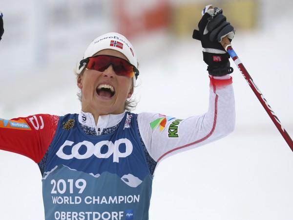 Therese Johaugová v Oberstdorfe obhájila zlato v skiatlone