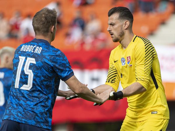 Tomáš Hubočan a Martin Dúbravka v prípravnom zápase proti Rakúsku