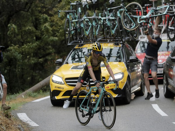 Novozélandský cyklista George Bennett v drese Jumbo-Visma