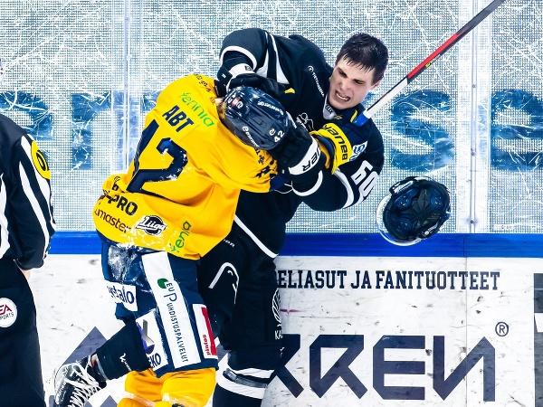 Juraj Slafkovský sa vo Fínsku pobil