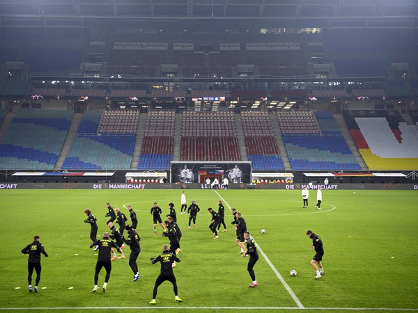 Českí futbalisti počas tréningu na štadióne v Lipsku