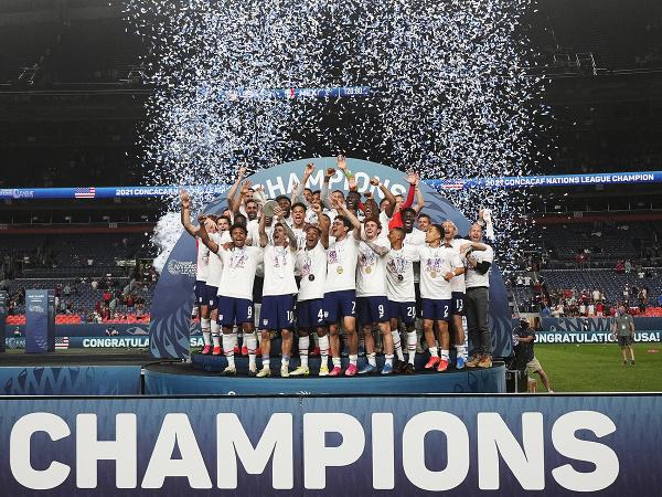 Americkí futbalisti sa tešia z víťazstva po finále premiérového ročníka Ligy národov zóny CONCACAF