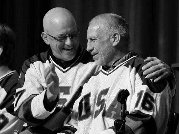 Jack O'Callahan a Mark Pavelich (vpravo)