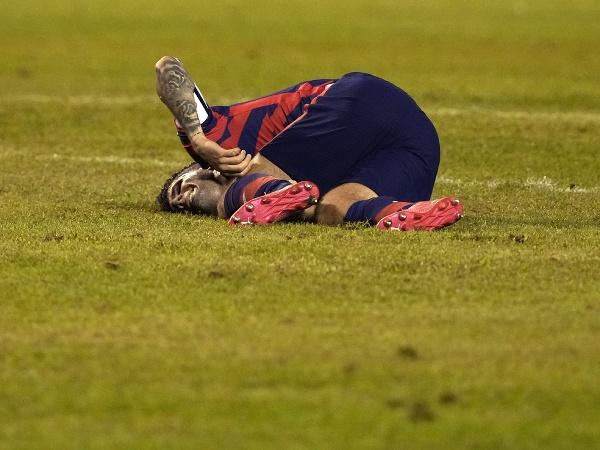 Zranený Christian Pulisic sa zvíja na trávniku