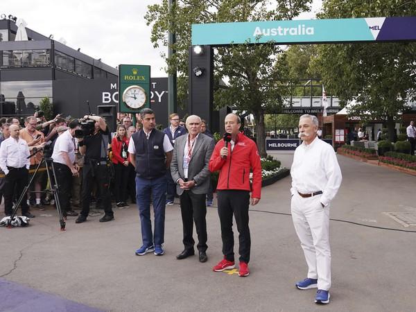 Zľava Michael Masi (FIA), šéf VC Austrálie Paul Little, CEO Andrew Westacott a výkonný riaditeľ austrálskej F1 Chase Carey počas tlačovej konferencie po zrušení VC Austrálie      From left to right, Michael Masi of the FIA, Australian Grand Prix Cor