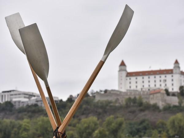 Na snímke Bratislavský hrad počas 23. ročníka súboja osemveslíc Devín