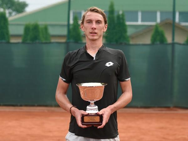 Lukáš Klein s víťaznou trofejou