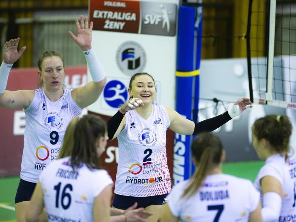 Radosť hráčiek VK Slávia Ekonomická univerzita Bratislava počas tretieho zápasu finále play off extraligy