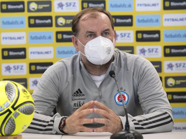 Tréner ŠK Slovan Bratislava Vladimír Weiss pred pohárovým finále