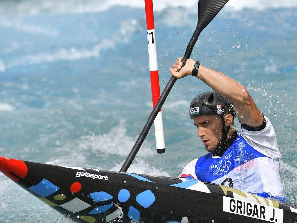 Na snímke slovenský reprezentant vo vodnom slalome Jakub Grigar v semifinálovej jazde kategórie K1 počas XXXII. letných olympijských hier v Tokiu