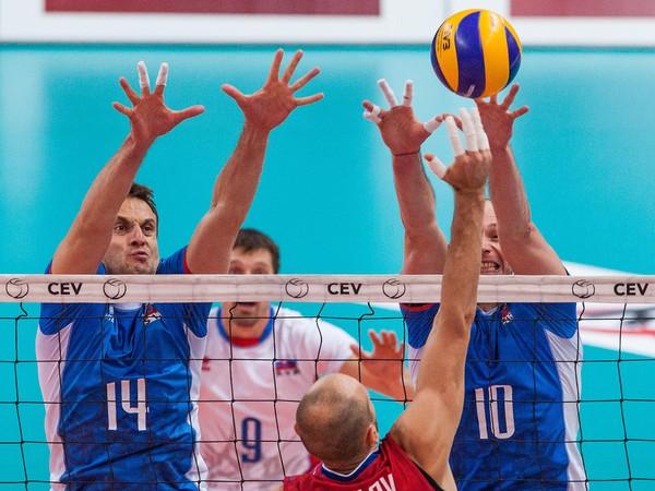 Zľava: Hráči Slovenska Tomáš Kmeť a Roman Ondrušek