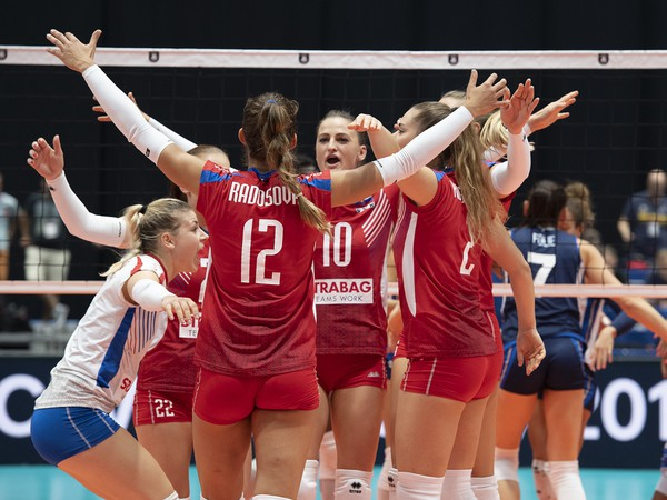 Na snímke radosť slovenských volejbalistiek po zisku bodu