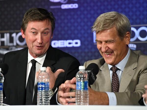 Bobby Orr počas ceremoniálu NHL 100