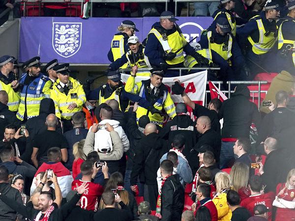 Maďarskí fanúšikovia sa vo Wembley postarali o výtržnosti