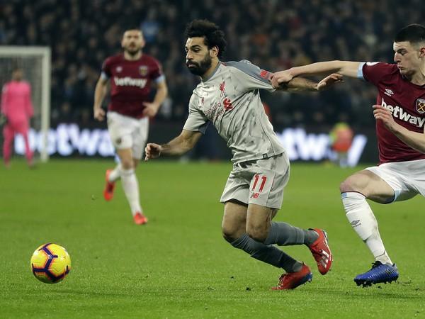 Mohamed Salah a Fabián Balbuena