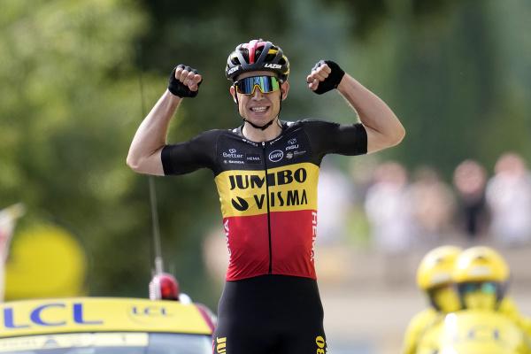 Wout Van Aert sa raduje z triumfu na 11. etape Tour de France