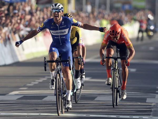 Český cyklista Zdeněk Štybar (Deceuninck-QuickStep) oslavuje víťazstvo v cieli 62. ročníka jarnej cyklistickej klasiky E3 BinckBank Classic