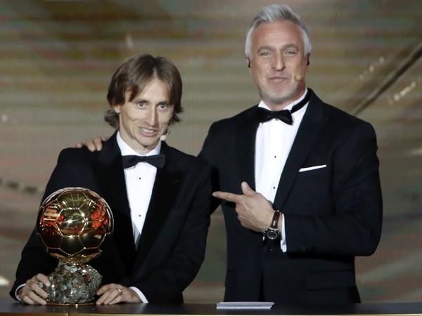 Luka Modrič po prebratí trofeje