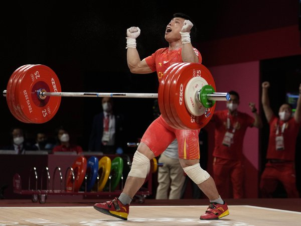 Čínsky vzpierač Čchen Li-ťün získal zlatú olympijskú medailu v hmotnostnej kategórii do 67 kg
