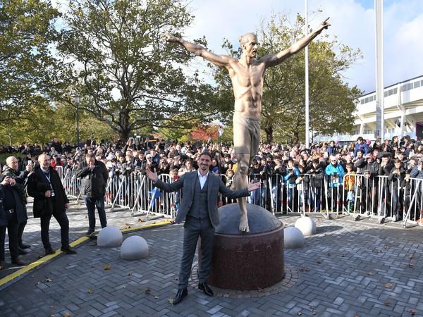 Zlatan Ibrahimovič má v rodnom meste Malmö bronzovú sochu s vlastnou podobizňou