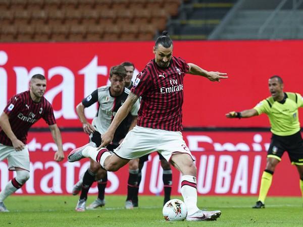 Zlatan Ibrahimovič pri penaltovom kope