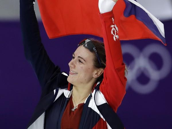 Češka Karolína Erbanová oslavuje zisk bronzovej medaily