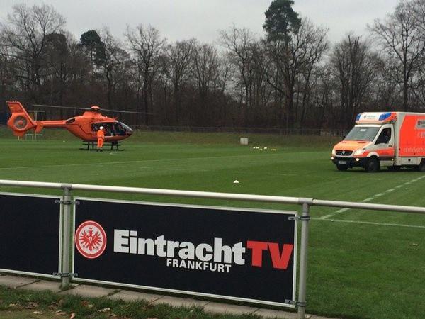 Po zraneného Fluma musel na ihrisko dôjsť vrtuľník