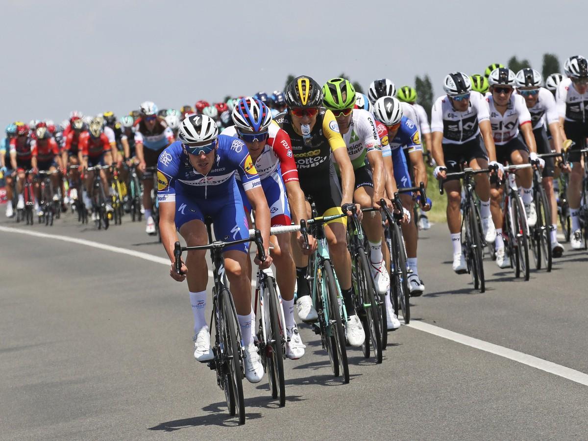 Cyklisti počas prvej etapy