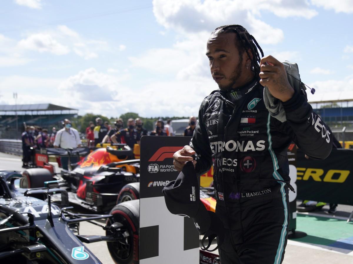 Lewis Hamilton si vybojoval