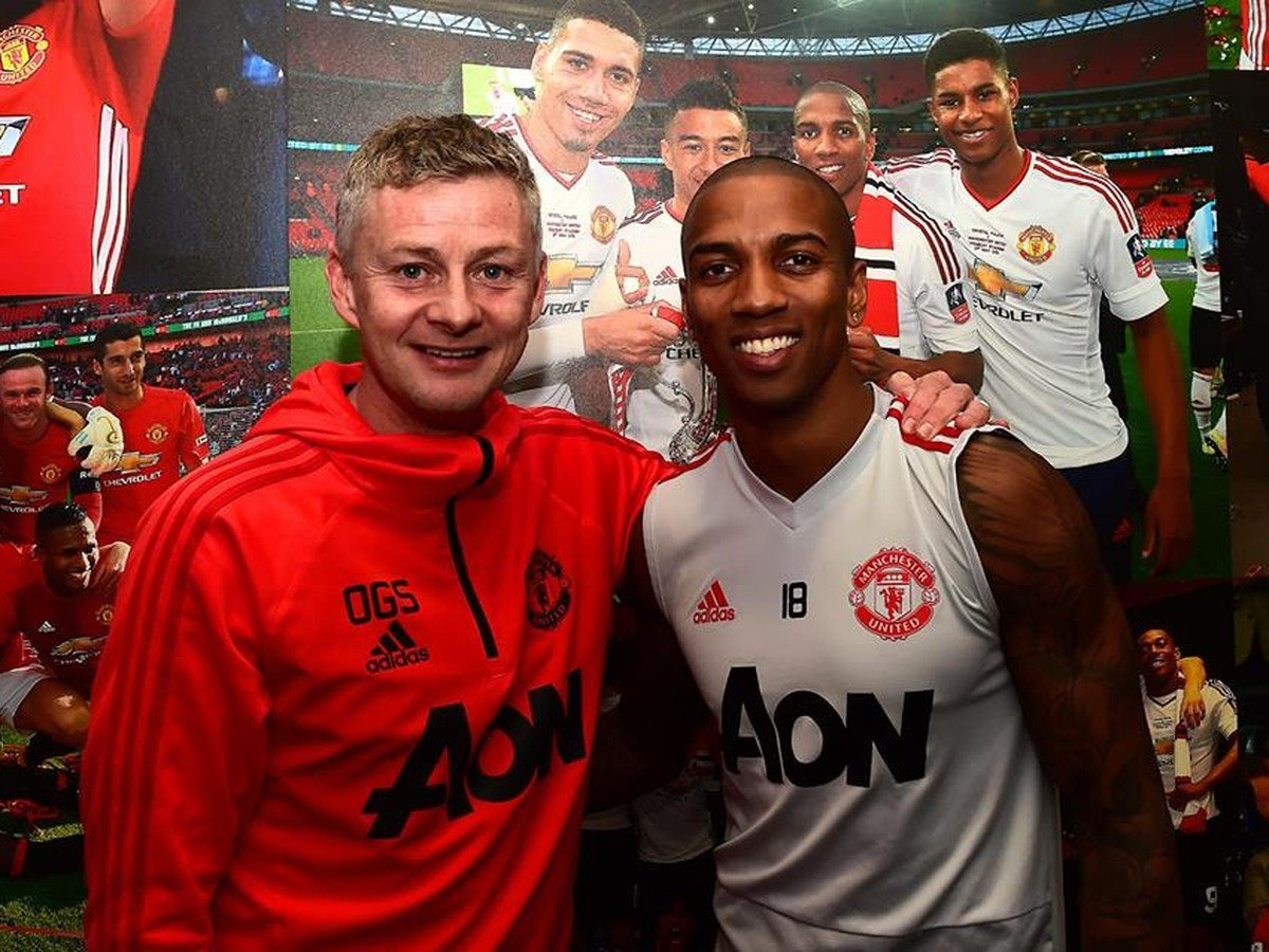 Ole Gunnar Solskjaer a Ashley Young