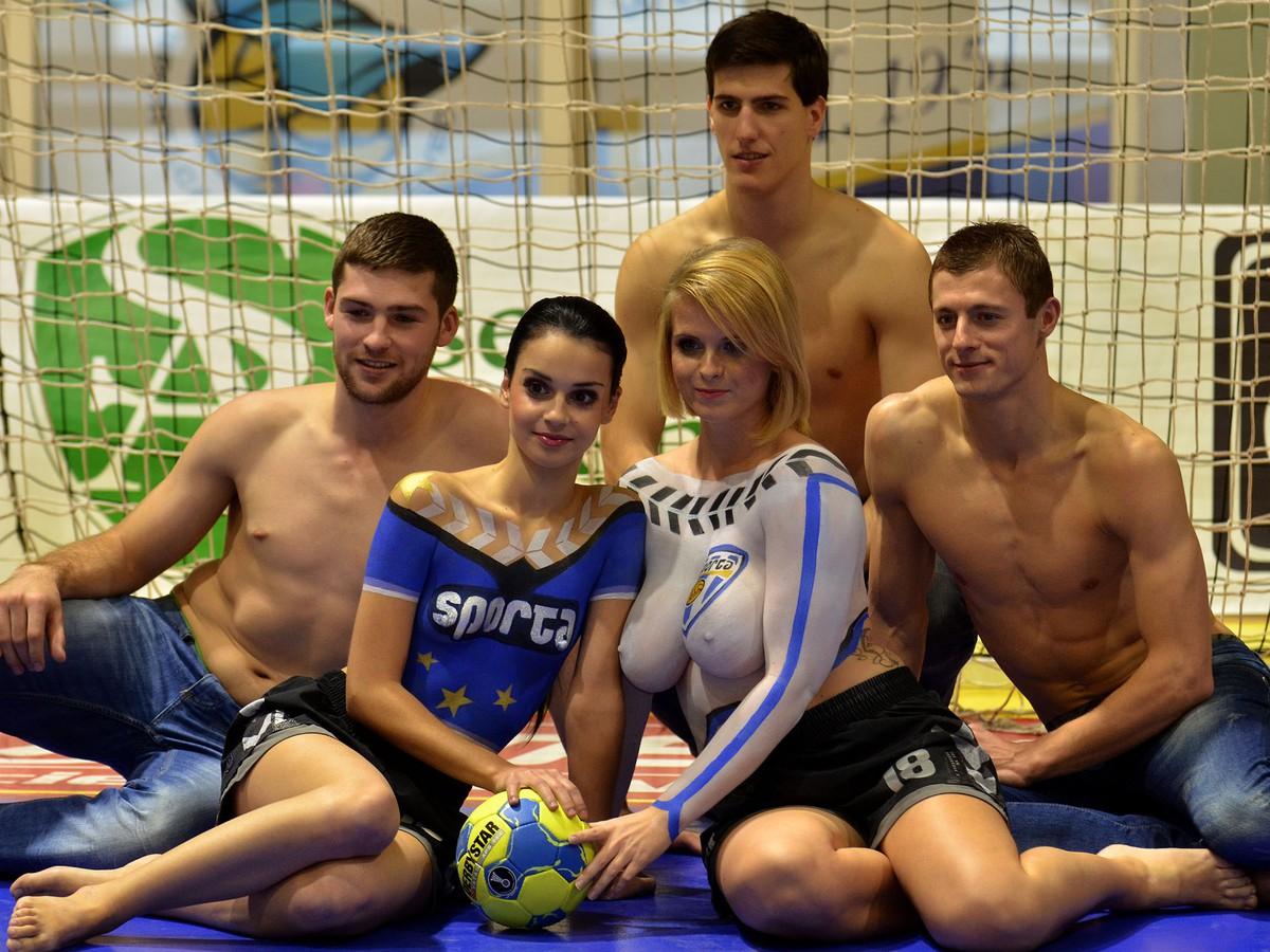 002e09c3d6d4 FOTO Čo motivuje každého športovca  Fotenie s nahými fanúšičkami ...