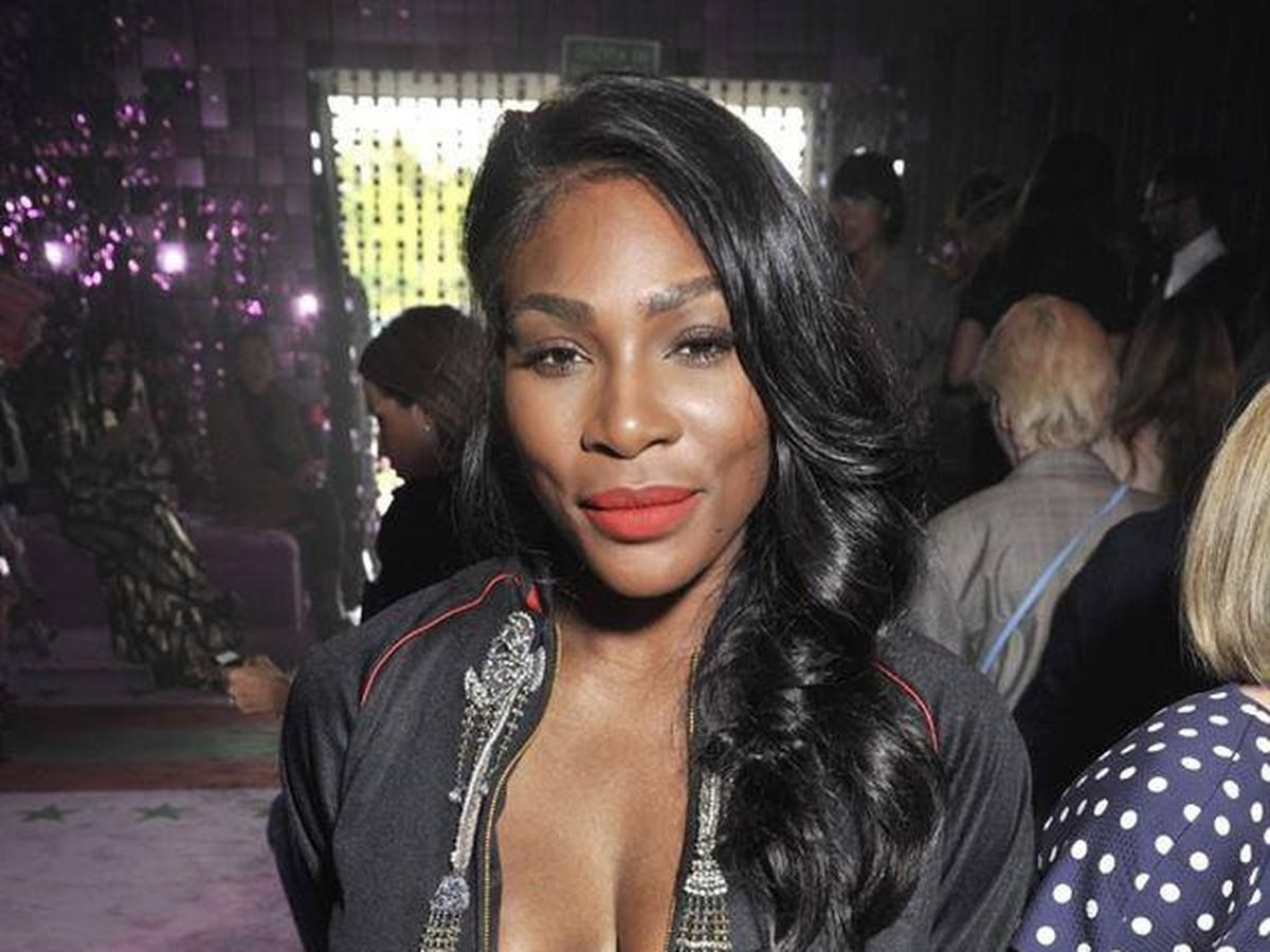 nahé čierne ženy s veľkými prsia