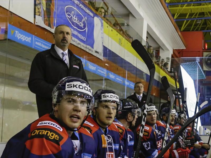 Tréner Zdeno Cíger na lavičke slovenskej hokejovej reprezentácie