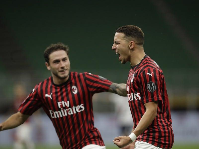 Hráči AC Miláno oslavujú gól
