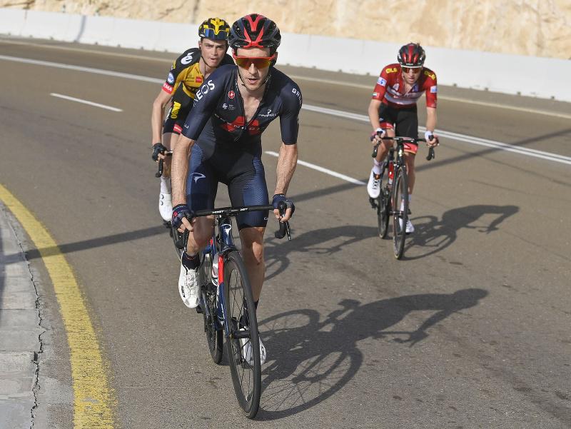 Britský pretekár Adam Yates v drese Ineos Grenadiers