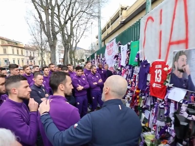 Hráči Fiorentiny sa rozlúčili so svojím nebohým kapitánom