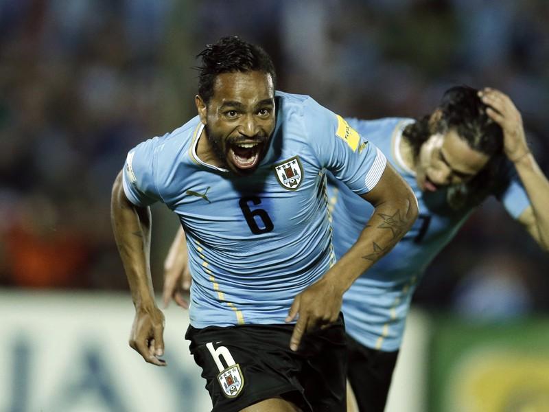 Álvaro Pereira (vľavo) v drese reprezentácie Uruguaja