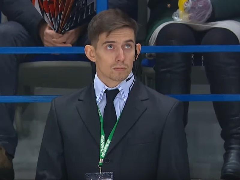 Tancujúci ochrankár na zápase KHL