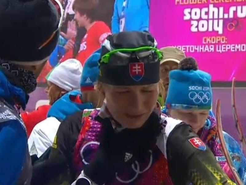 Anastasia Kuzminová sa v cieli pretekov s hromadným štartom na 12,5 km neubránila slzám