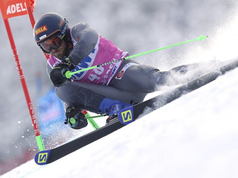 Slovenský lyžiar Andreas Žampa na trati v 1. kole obrovského slalomu Svetového pohára 12. januára 2019 vo švajčiarskom stredisku Adelboden